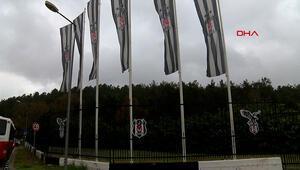 Beşiktaş taraftarı, takımlarını uğurlamak için tesislerde