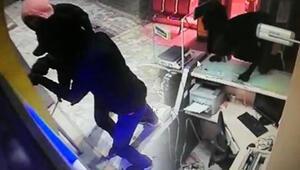 Biri gözcülük yaptı, ikisi PTT şubesini soydu