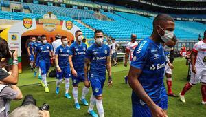 Maça maskeyle çıktılar