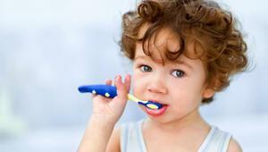 Çocuklar ne zaman diş fırçalamaya başlamalı
