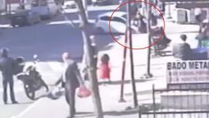 Drift yaparken yaşlı kadına çarptı Diğer sürücüler kovaladı