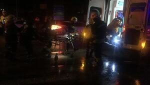 Otobüs iki otomobile çarparak devrildi: 20 yaralı