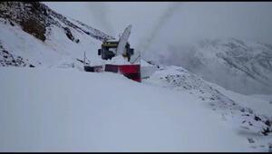 Muşta 3 metrelik karla mücadele