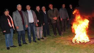 Alaşehirde don olayına karşı üzüm bağlarında üreticiler nöbete başladı