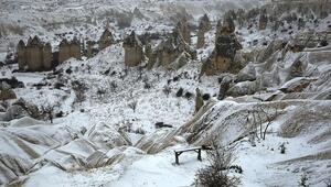 Kapadokya ilkbaharda beyaza büründü