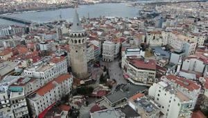İstanbulda bugün... Meydanlar boş kaldı