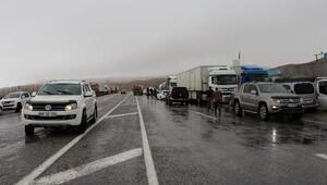 Van- Hakkari karayolunun iki ayrı noktasına çığ düştü