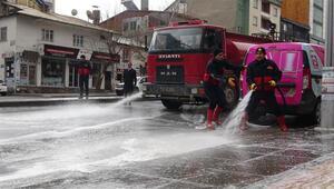 Muş'taki cadde ve kaldırımlar köpüklü ve tazyikli suyla yıkanıyor