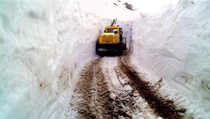 Pütürgede kar kalınlığı 4 metreyi aştı