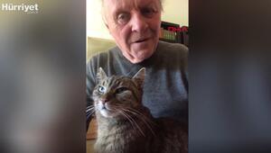 Anthony Hopkins karantinada kedisine piyano çaldı