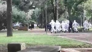 Arjantinde karantinaya uymayanlara biber gazlı müdahale