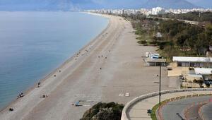 Antalyalılar evde kal çağrısına uydu Sahil boş kaldı...