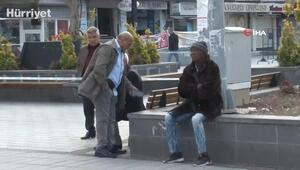 Yaşlılar sokağa çıkma yasağına uymuyor