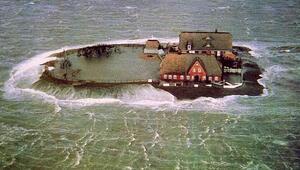 Denizin ortasında sıra dışı yaşamAna karadan ayrıldılar...