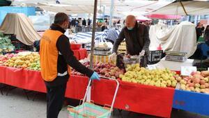 65 yaş üstü vatandaşların pazar alışverişini belediye ekipleri yaptı