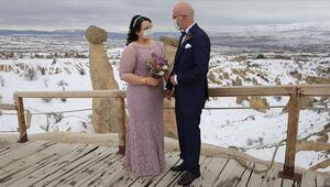 Kapadokyada düğün fotoğrafı çektiren gelin-damattan maskeli önlem