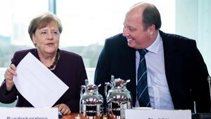 Merkel'e koronavirüs bulaştı mı
