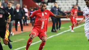 Antalyasporlu Charles karantina sebebiyle Türkiyeye dönemedi