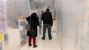 Ankarada eczacılardan koronavirüse karşı branda ve şeritli önlem