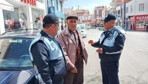 Şereflikoçhisarda sokağa çıkan yaşlı vatandaşlara uyarı