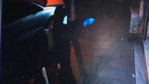 Kağıthanede bekçilerle çatışan maskeli, eldivenli saldırganlar kamerada