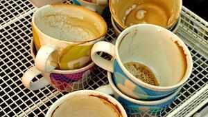 Fincan ve kupalarda oluşan lekeler nasıl çıkarılır