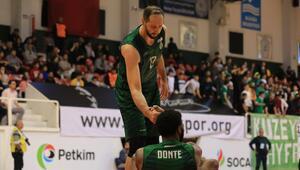 Bornova Belediyespor'da Clark takımdan ayrıldı, Rızvic ise İzmirde kaldı