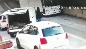 Ataşehirde minibüsten cep telefonu hırsızlığı kamerada