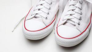 Beyaz spor ayakkabınızı böyle temizleyin, ilk günkü gibi olacak