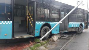 Aksarayda otobüs tramvay yoluna girdi