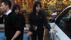 Feyza Aktan alışverişte bir metre kuralını hiçe saydı