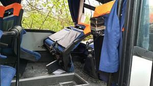Servis midibüsünün çarptığı direğin altında kalan işçi öldü