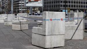 Kızılay Meydanında banklar, şeritle kapatıldı