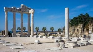 Tarihi Apollon Tapınağı sessizliğe büründü