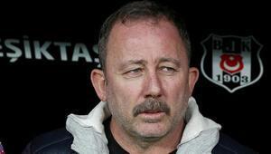 Beşiktaş Teknik Direktörü Sergen Yalçın Telekonferans antrenmanla dalga geçti