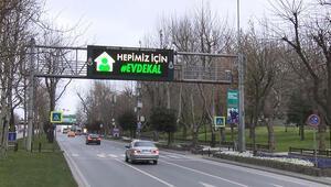 İstanbulda trafik tabelalarında Evde Kal uyarısı