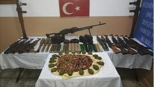 Akçakale hudut hattında silah, mühimmat ve el bombası ele geçirildi