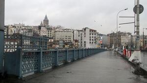 İstanbullular bu pazar sabahı dışarı çıkmadı Her yer boş...