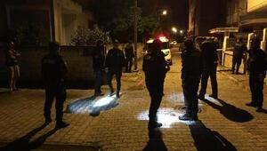 Maskeli kişiden kuzenlere sokak ortasında silahlı saldırı: 1 yaralı