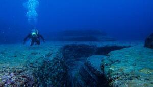 Üç gezgin, okyanusun en derin noktası olan çukurda keşfe çıkacak