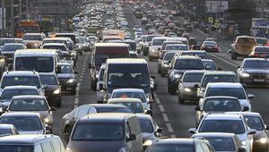 Özel araçla seyahat yasak mı Özel araç sahiplerinin seyahat izin belgesi alması gerekiyor mu