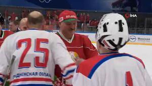 Belarus Devlet Başkanı, corona virüse rağmen hokey maçına çıktı