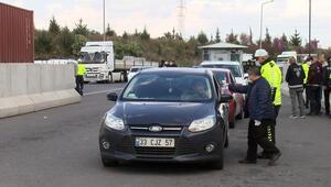 Adanada polis, otoyolda koronavirüs denetimi yaptı