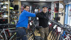 Bisikleti çalınan kalp doktoruna bisiklet jesti
