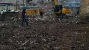 Bağlarda riskli yapılar yıkıldı