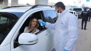 Ankarada koronavirüs denetimi nedeniyle araç kuyruğu oluştu