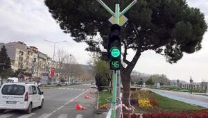 Tekirdağda, trafik ışıklarıyla evde kal mesajı