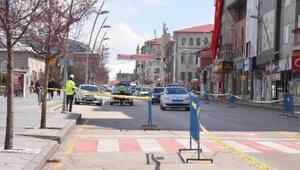 Erzurumun en işlek caddesine şeritli koronavirüs önlemi