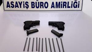 Alanya'da şüphelilerin üzerinden ruhsatsız tabanca çıktı