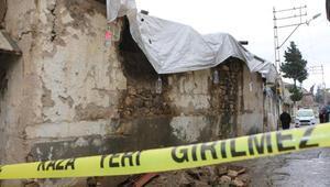 Adıyamanda sağanak; evin duvarı çöktü